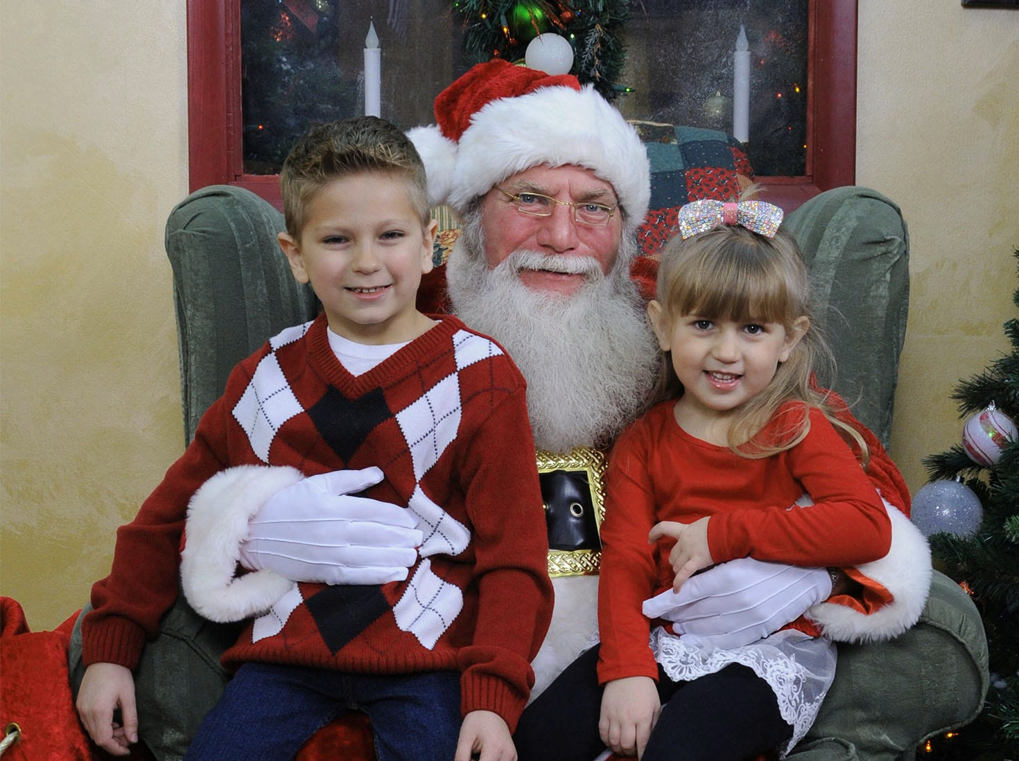 Santa poses with children at Chambersburg Mall in a photo captured by Jarrell Photography Studios.