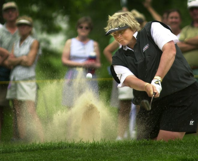 Laura Davies blast from the sand trap on the 4th hole during the third round at the 2006 Wegmans Rochester LPGA.