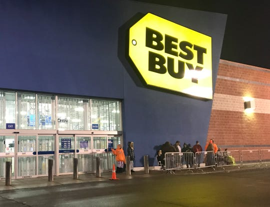 Shoppers wait in line outside St. Cloud's Best Buy in 2018 to get Black Friday deals.