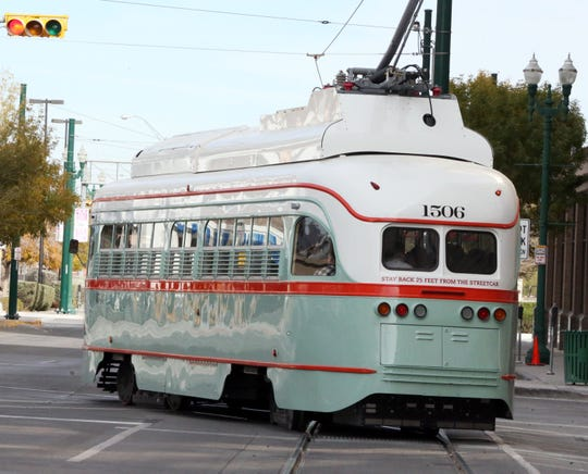 Streetcar 1506 turns onto North Stanton Street from Franklin Avenue.
