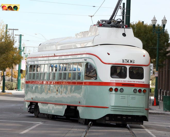 Streetcar 1506 turns onto N. Stanton Street from Franklin Ave.