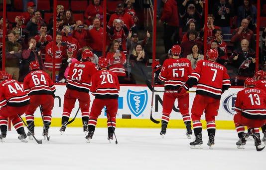 Ap Devils Hurricanes Hockey S Hkn Usa Nc