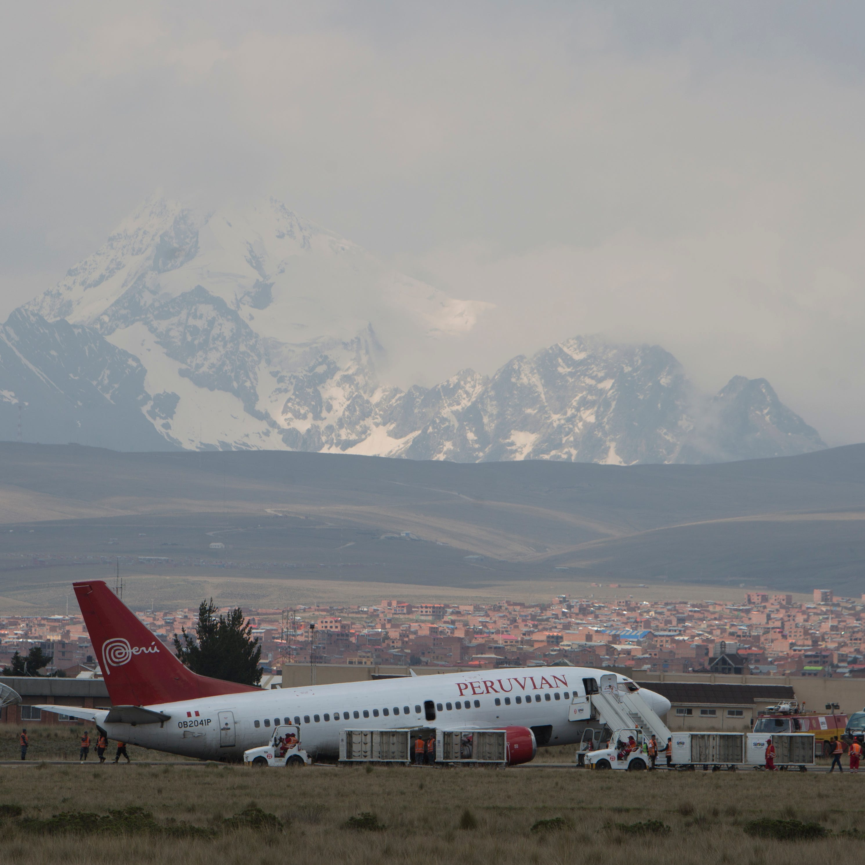 Landing gear collapse as plane lands in Bolivia