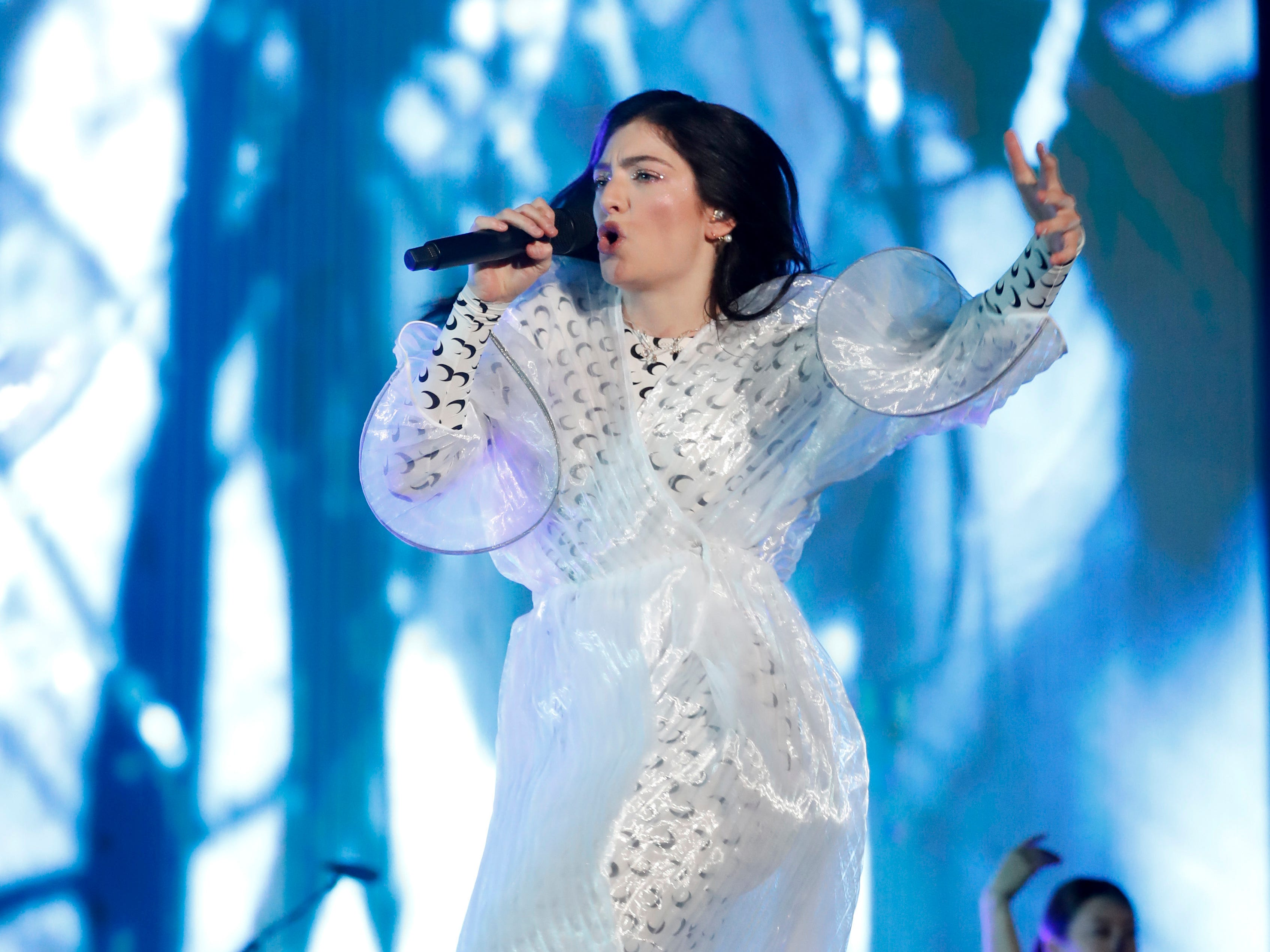 New Zealand singer and songwriter Lorde, performs during the Corona Capital music festival in Mexico City, Saturday, Nov. 17, 2018. Nine Inch Nails, Lorde, and Robbie Williams topped the stacked bill for the two-day music festival. (AP Photo/Eduardo Verdugo) ORG XMIT: WTW108