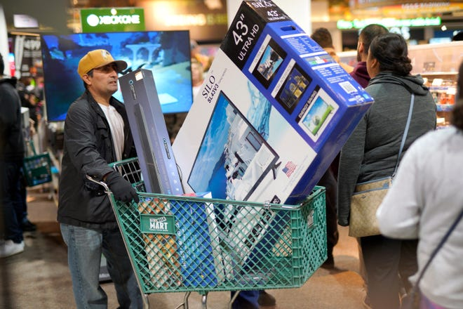 Procrastinators do not have to panic, as many major retailers will stay open late on Dec. 23 and for limited hours on Christmas Eve, according to offers.com.