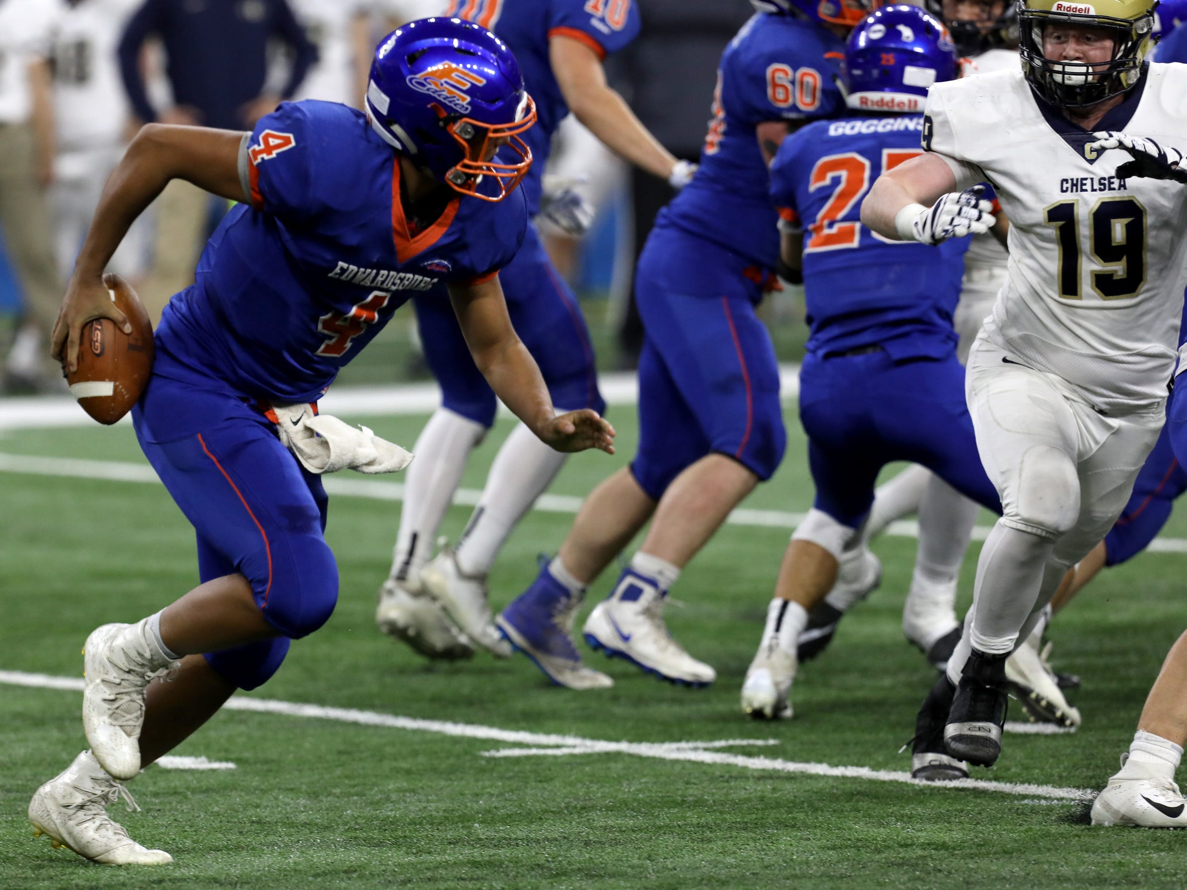 Edwardsburg runs by Chelsea to win first MHSAA football state title