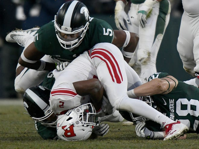 Rutgers running back Raheem Blackshear (2) gets rolled into a ball by Michigan State's Mike Panasiuk, Andrew Dowell and Jon Reschke in the first quarter on Saturday.