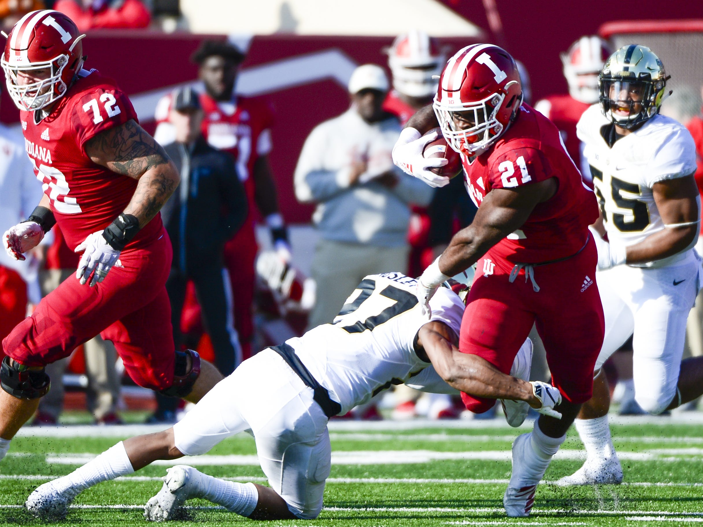 Indiana Hoosiers running back Stevie Scott (21) runs the ball during the game against Purdue at Memorial Stadium in Bloomington Ind., on Saturday, Nov. 24, 2018.
