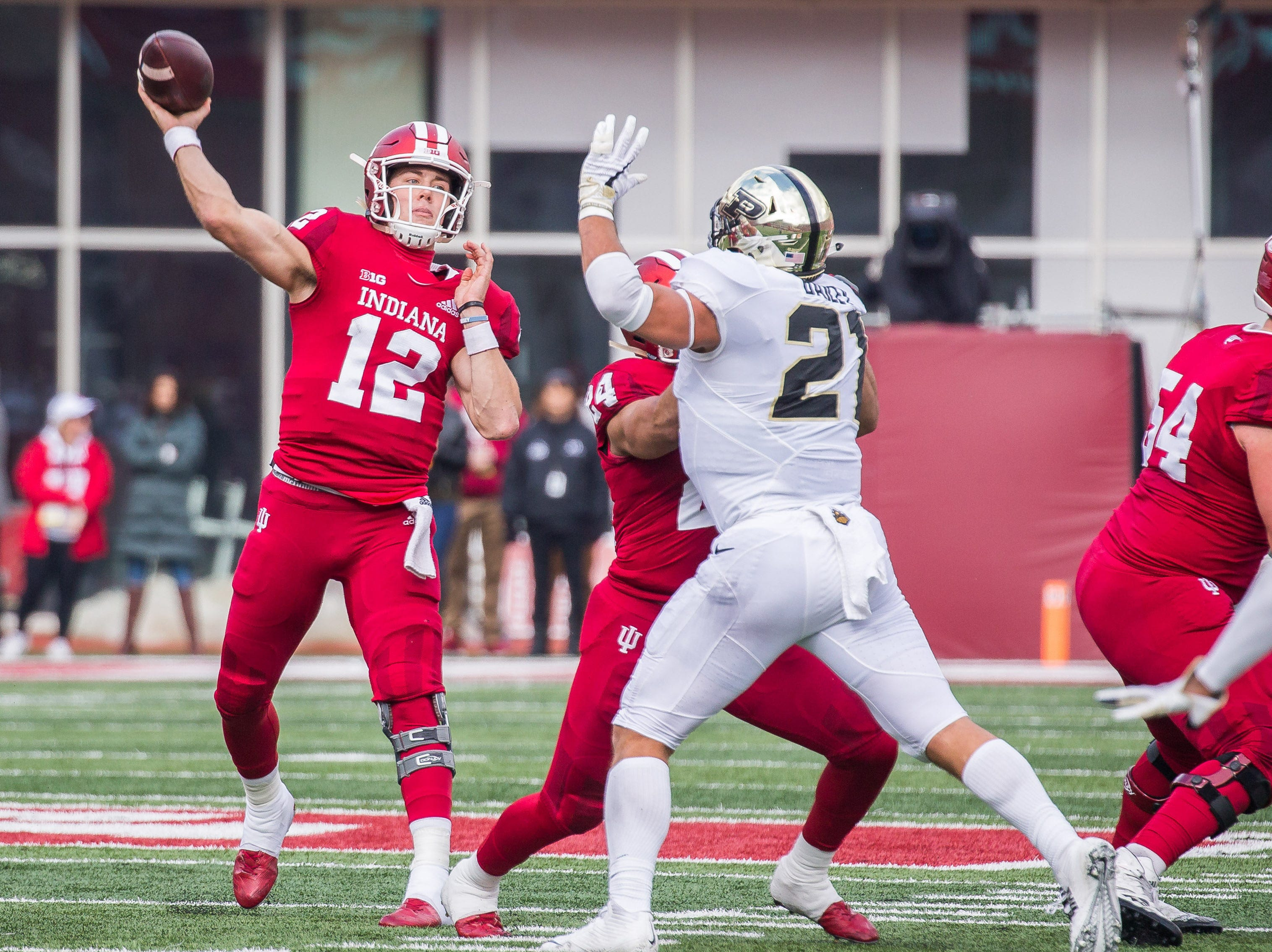 Indiana Hoosiers quarterback Peyton Ramsey (12) passes the ball in the second quarter against the Purdue Boilermakers at Memorial Stadium.