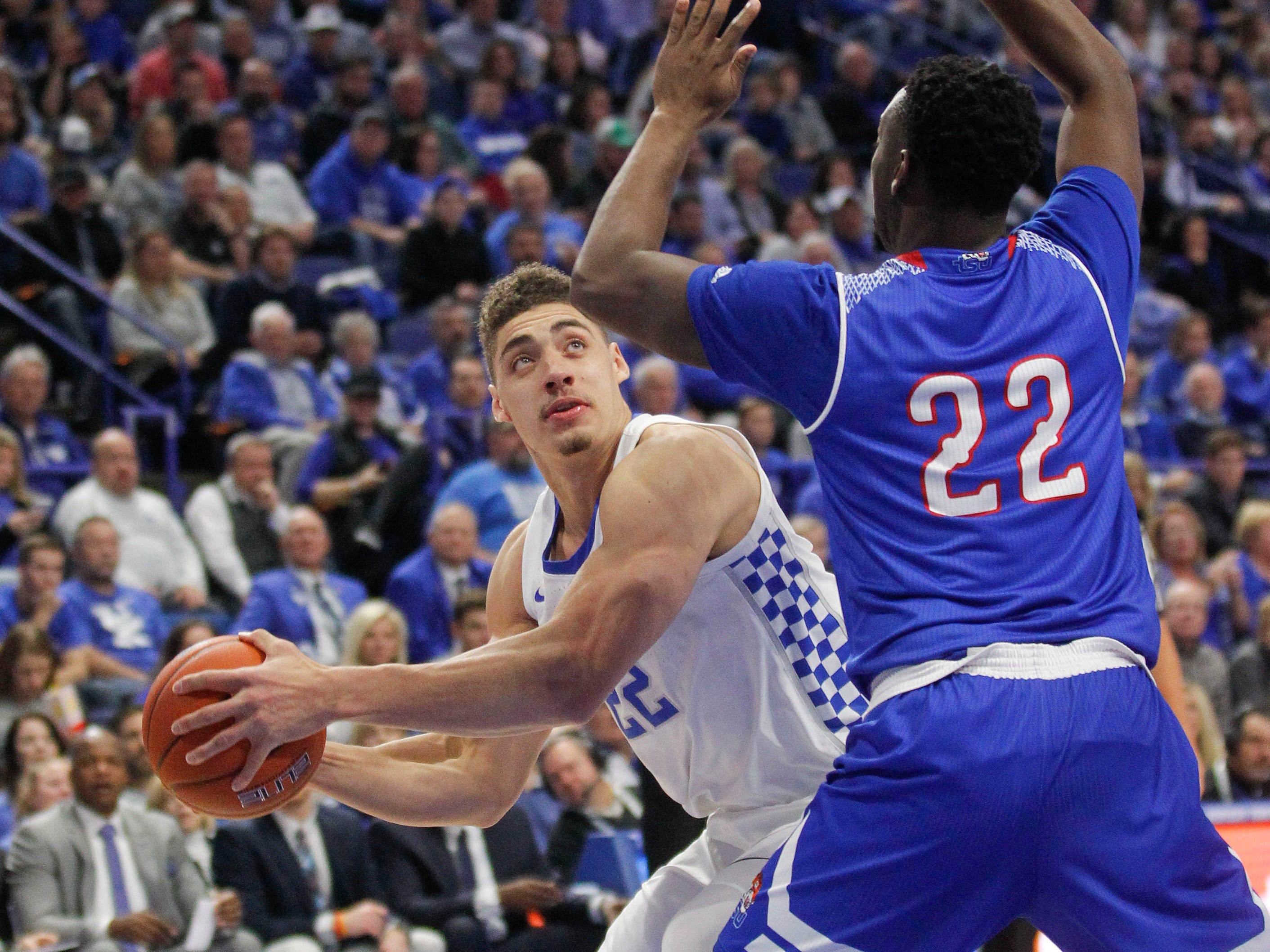 Nov 23, 2018; Lexington, KY, USA; Kentucky Wildcats forward Reid Travis (22) passes the ball against Tennessee State Tigers guard Daniel Cummings (22) in the first half at Rupp Arena.