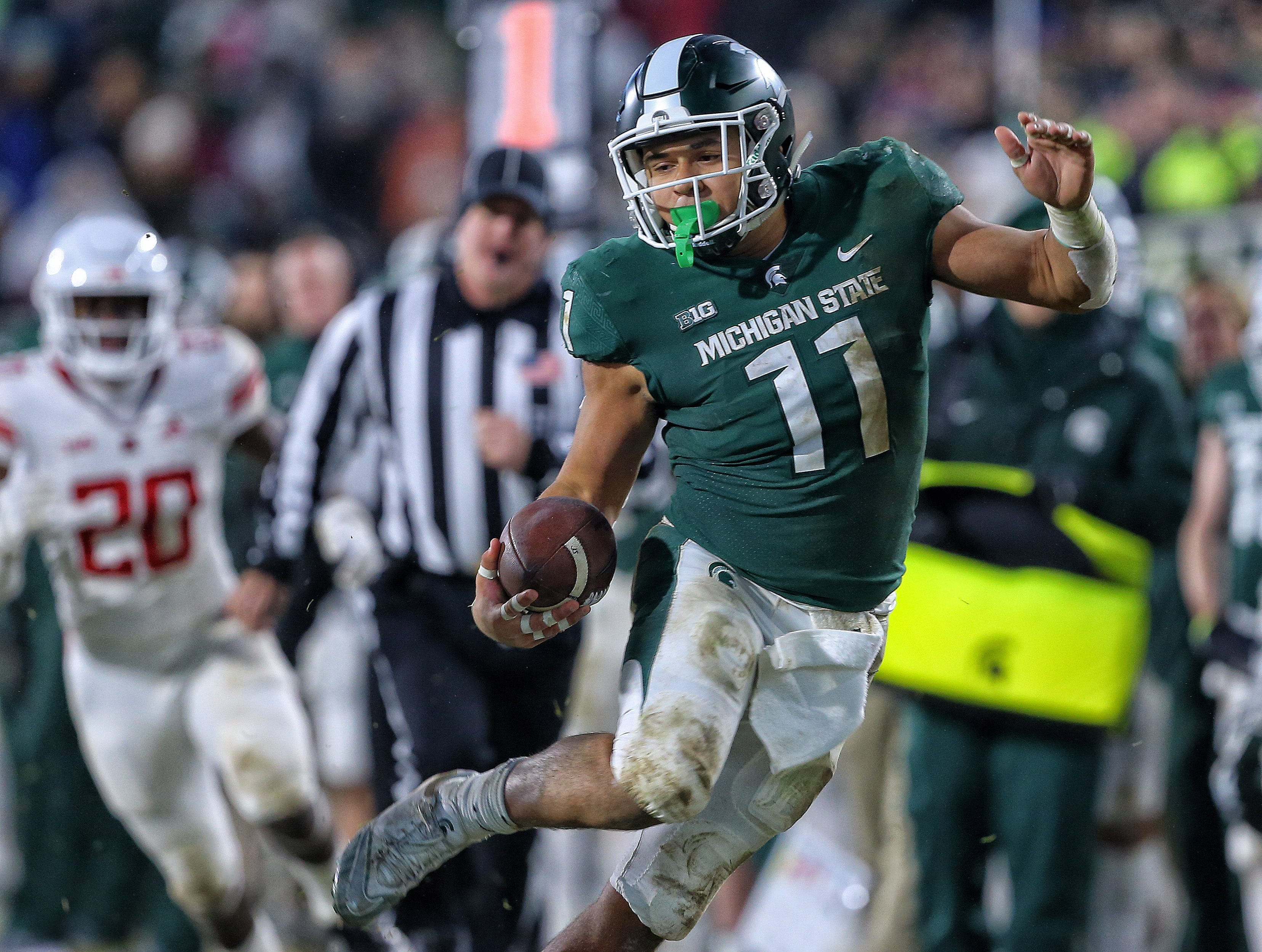Nov 24, 2018; East Lansing, MI, USA; Michigan State Spartans running back Connor Heyward (11) runs the ball during the first half against the Rutgers Scarlet Knights at Spartan Stadium. Mandatory Credit: Mike Carter-USA TODAY Sports