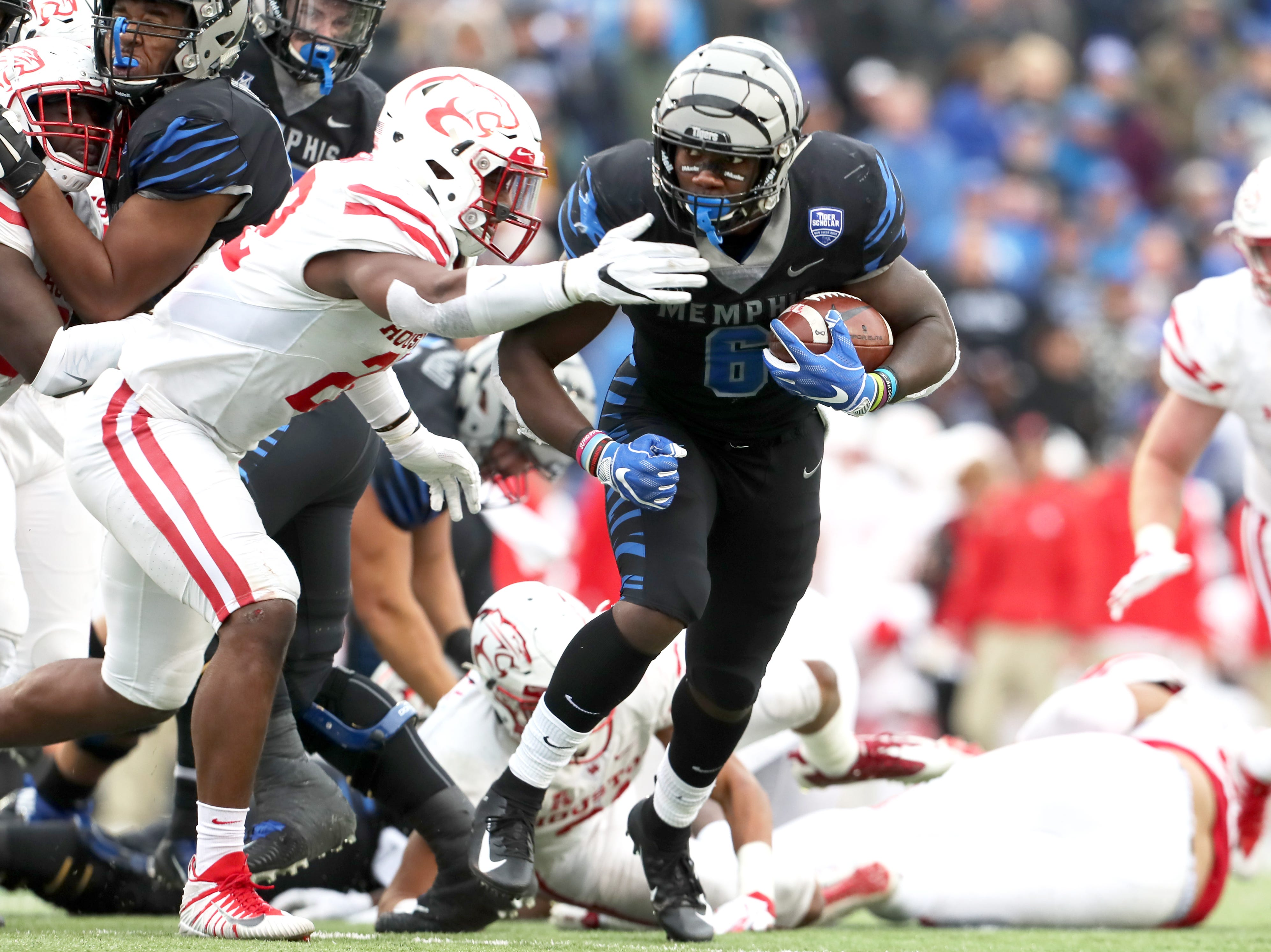 Memphis' Patrick Taylor Jr. runs the ball against the Houston Cougars as the Tigers win the AAC West title 52-31 at the Liberty Bowl on Friday, Nov. 23, 2018.