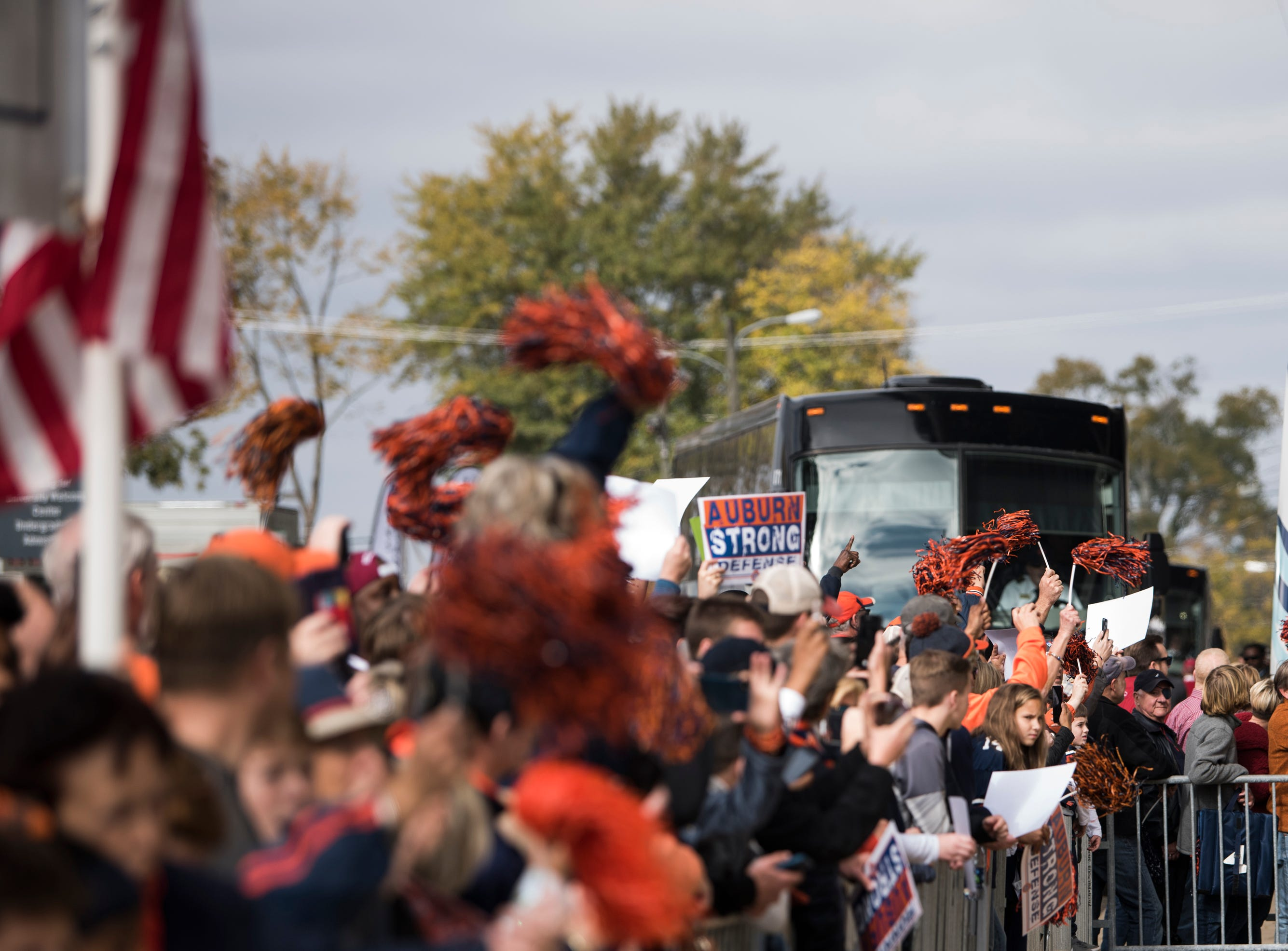 Auburn fans cheer as the team arrives at Bryant-Denny Stadium in Tuscaloosa, Ala., on Saturday, Nov. 24, 2018.