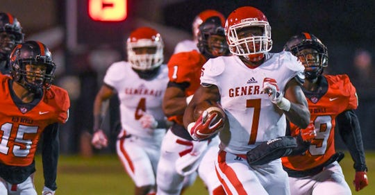 Robert E. Lee's Tedarrian Murray runs the ball against Central-Phenix City during the first half of the semifinal round of the AHSAA Class 7A football playoffs on Friday, Nov. 23, 2018, in Phenix City.