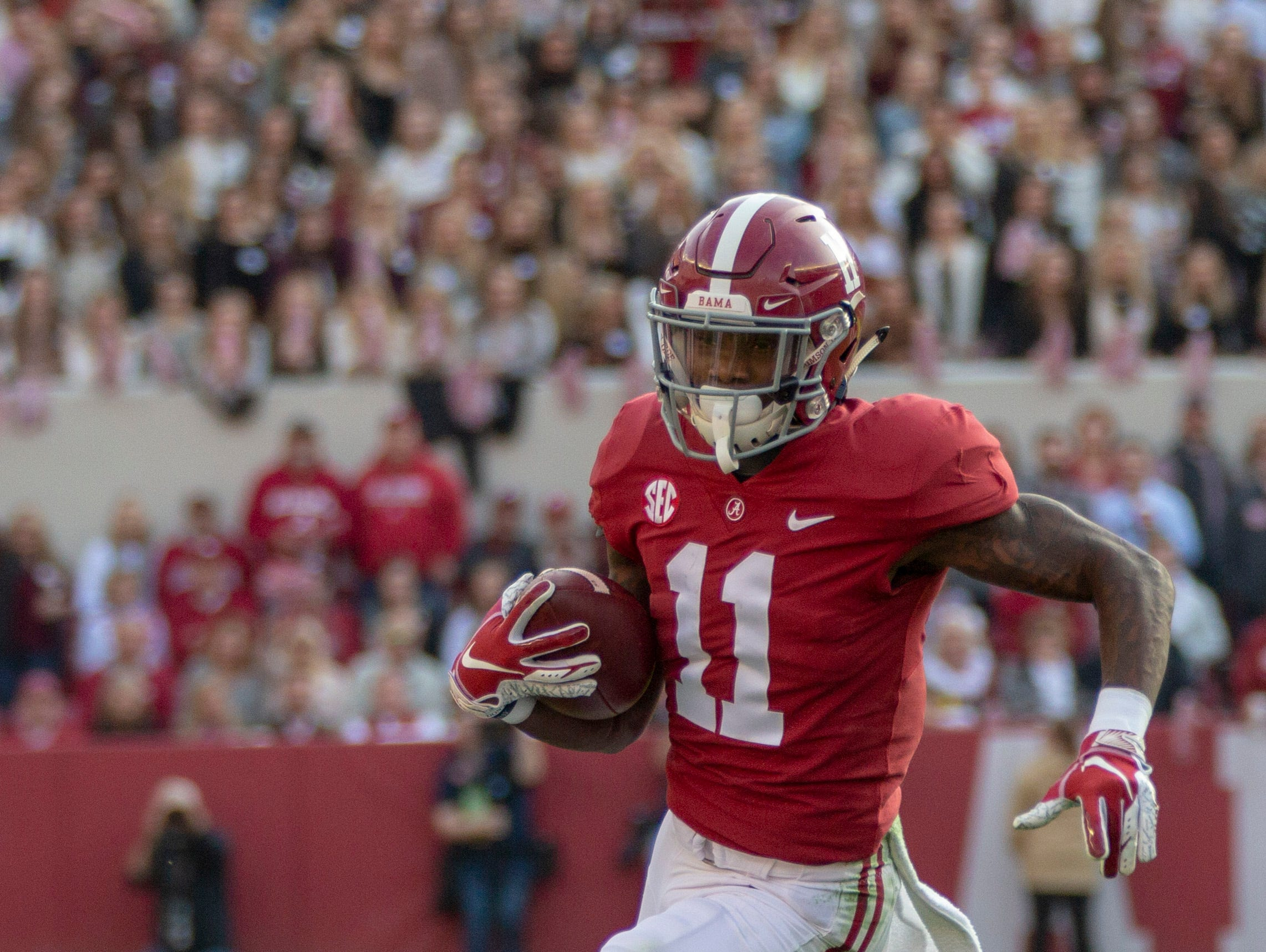Alabama's Henry Ruggs III runs the ball for the Crimson Tide during the first quarter of the Iron Bowl.