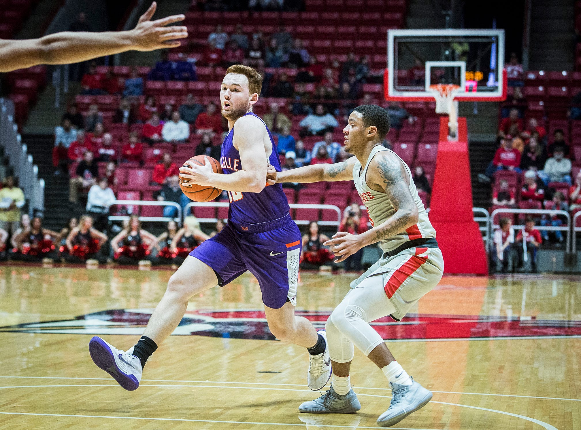 Ball State faces off against Evansville during their game at Worthen Arena Saturday, Nov. 24, 2018.