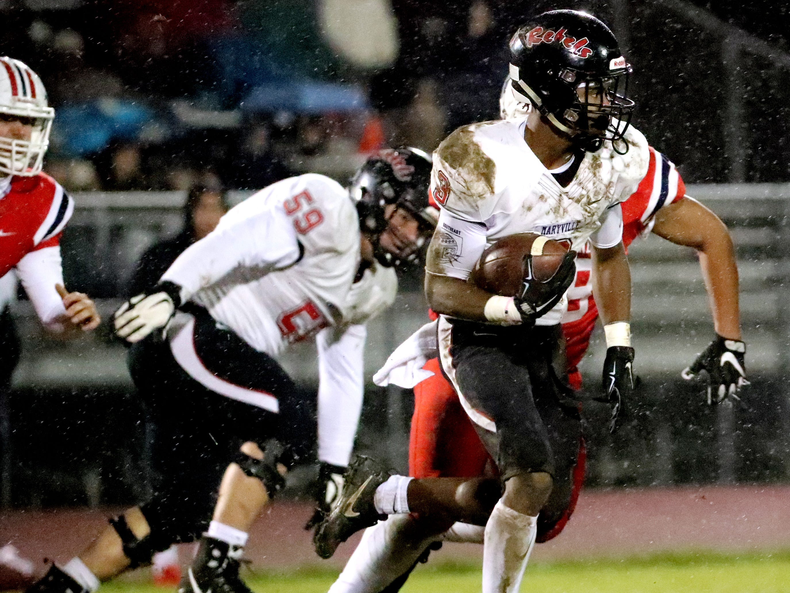 Maryville's AJ Davis (3) runs the ball against Oakland at Oakland in Murfreesboro, on Friday, Aug. 23 2018, during the 6A playoffs.