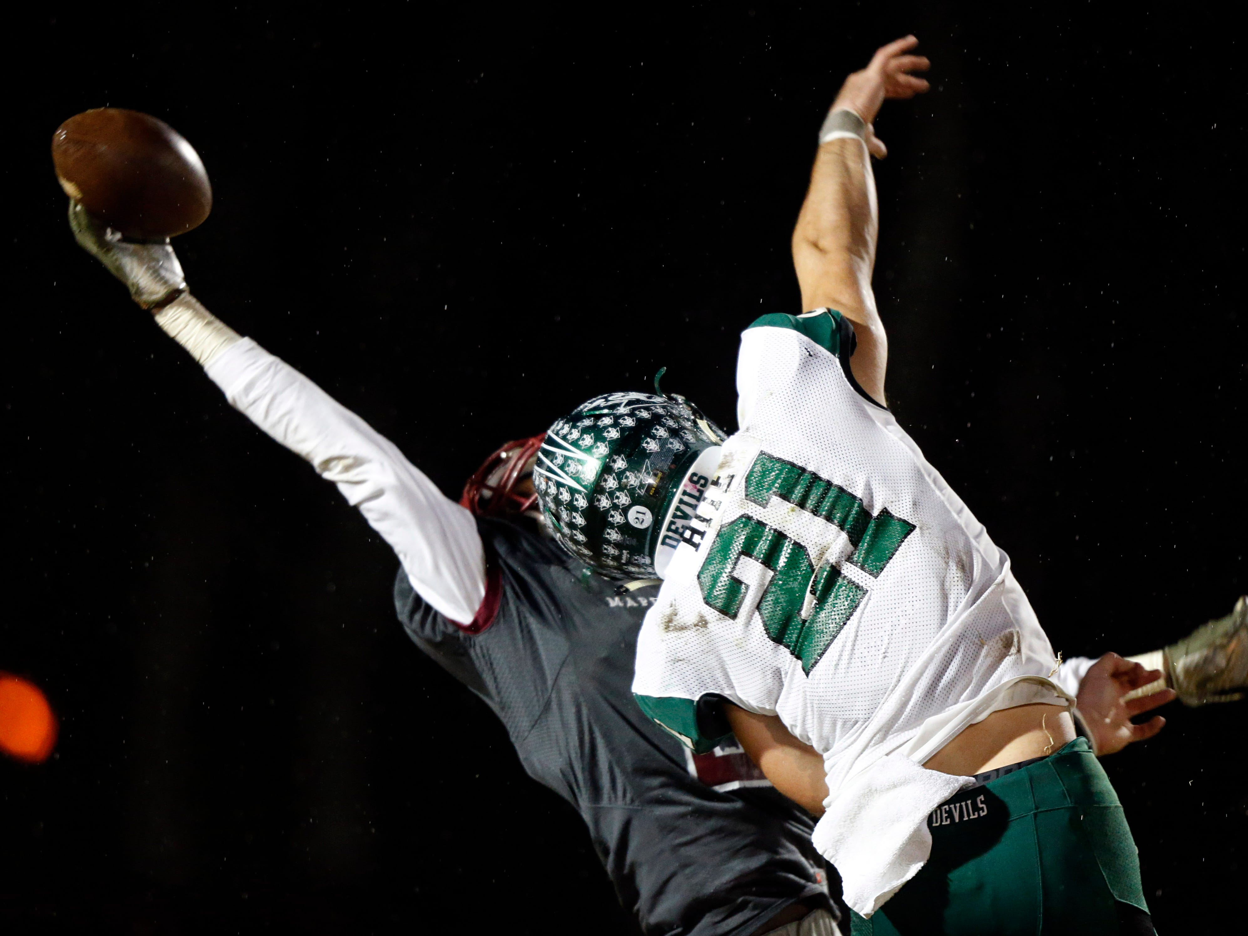 Maplewood's Kendrell Scurrytries to make a one-hand catch as he's defended by Greeneville's Cameron Hite (21) during their game Friday, Nov. 23, 2018, in Nashville, TN.