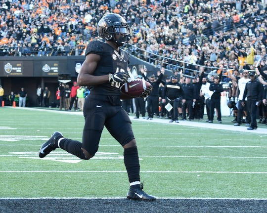 Vanderbilt wide receiver Kalija Lipscomb (16) runs in for the team's second touchdown at Vanderbilt Stadium Saturday, Nov. 24, 2018, in Nashville, Tenn.
