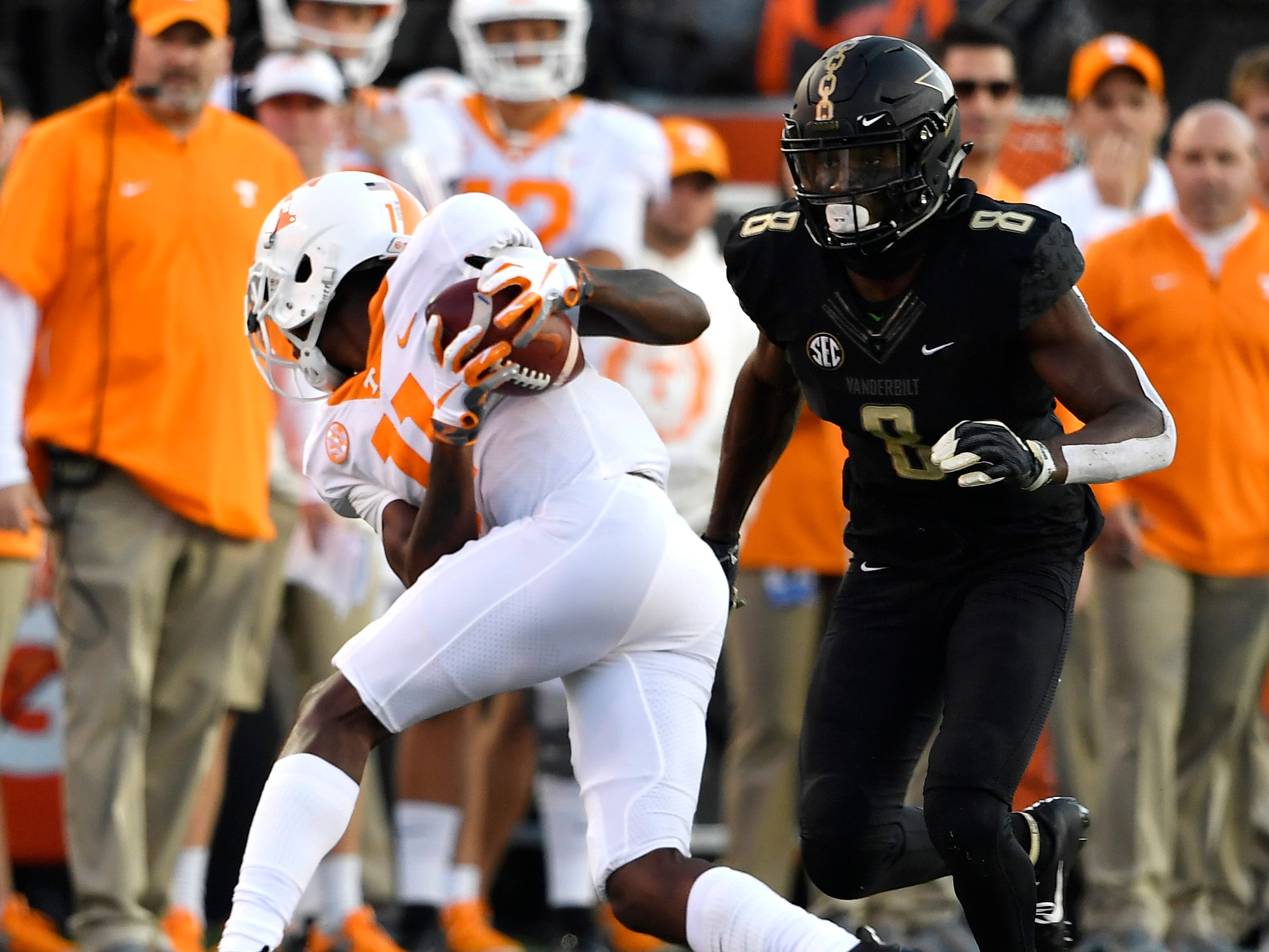 Tennessee wide receiver Jordan Murphy (11) pulls down a catch defended by Vanderbilt cornerback Joejuan Williams (8) in the first half at Vanderbilt Stadium Saturday, Nov. 24, 2018, in Nashville, Tenn.