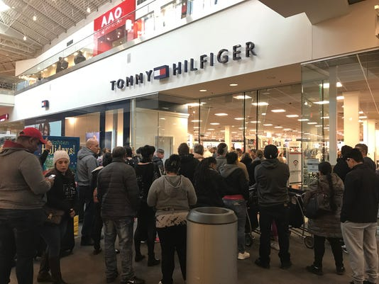 Shoppers return to jersey gardens day after black friday - The mills at jersey gardens hours ...