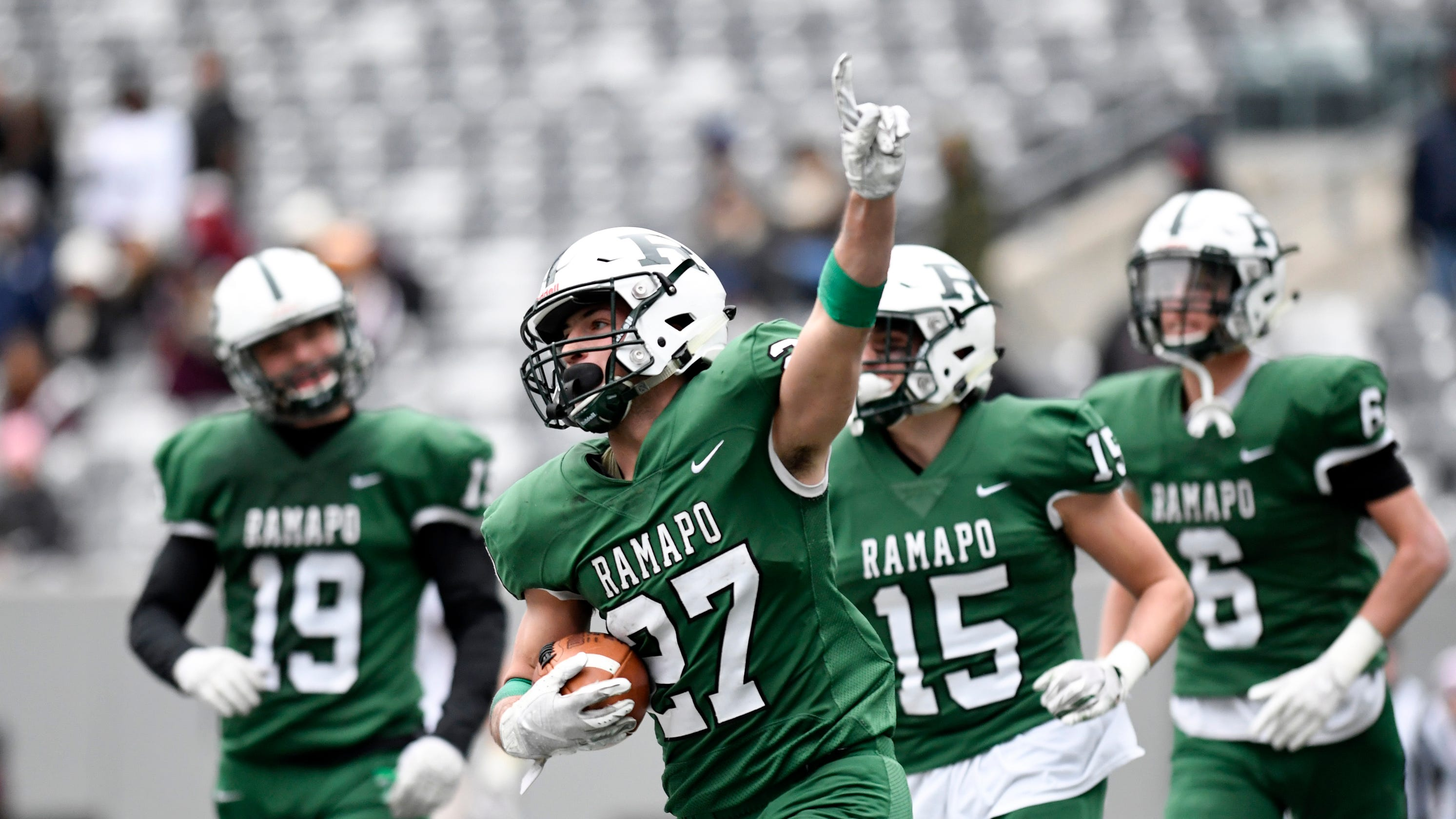 Ramapo football completes 13-0 undefeated season with bowl win over Summit bf786ddea