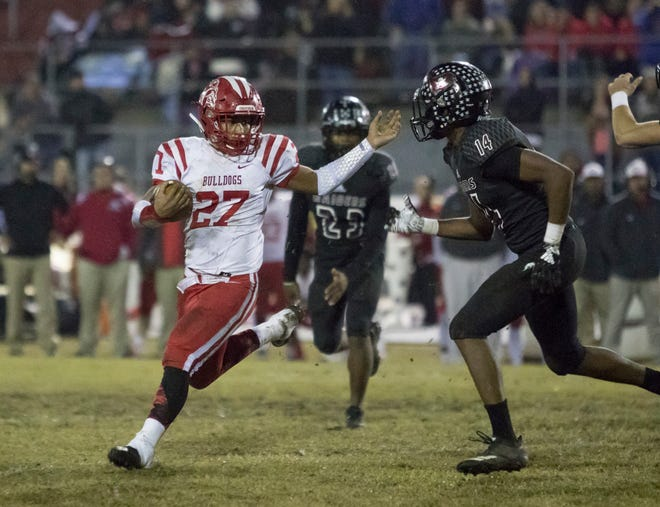 Taylor Scarbrough (27) puts a move on Quinn Caballero (14) before running past him during the Crestview vs Navarre playoff football game at Navarre High School on Friday, November 23, 2018.
