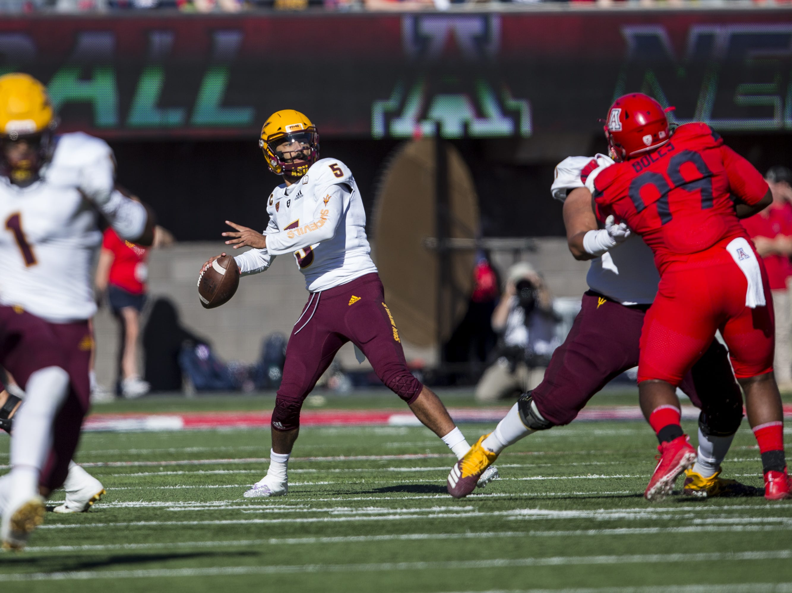 Arizona State's Manny Wilkins throws a touchdown to Brandon Aiyuk against Arizona during the first half of the Territorial Cup on Saturday, Nov. 24, 2018, at Arizona Stadium in Tucson, Ariz.