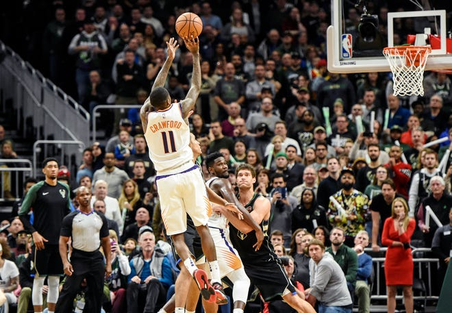 Jamal Crawford hits the game-winning shot in the closing seconds of the Suns' 116-114 victory over the Milwaukee Bucks.