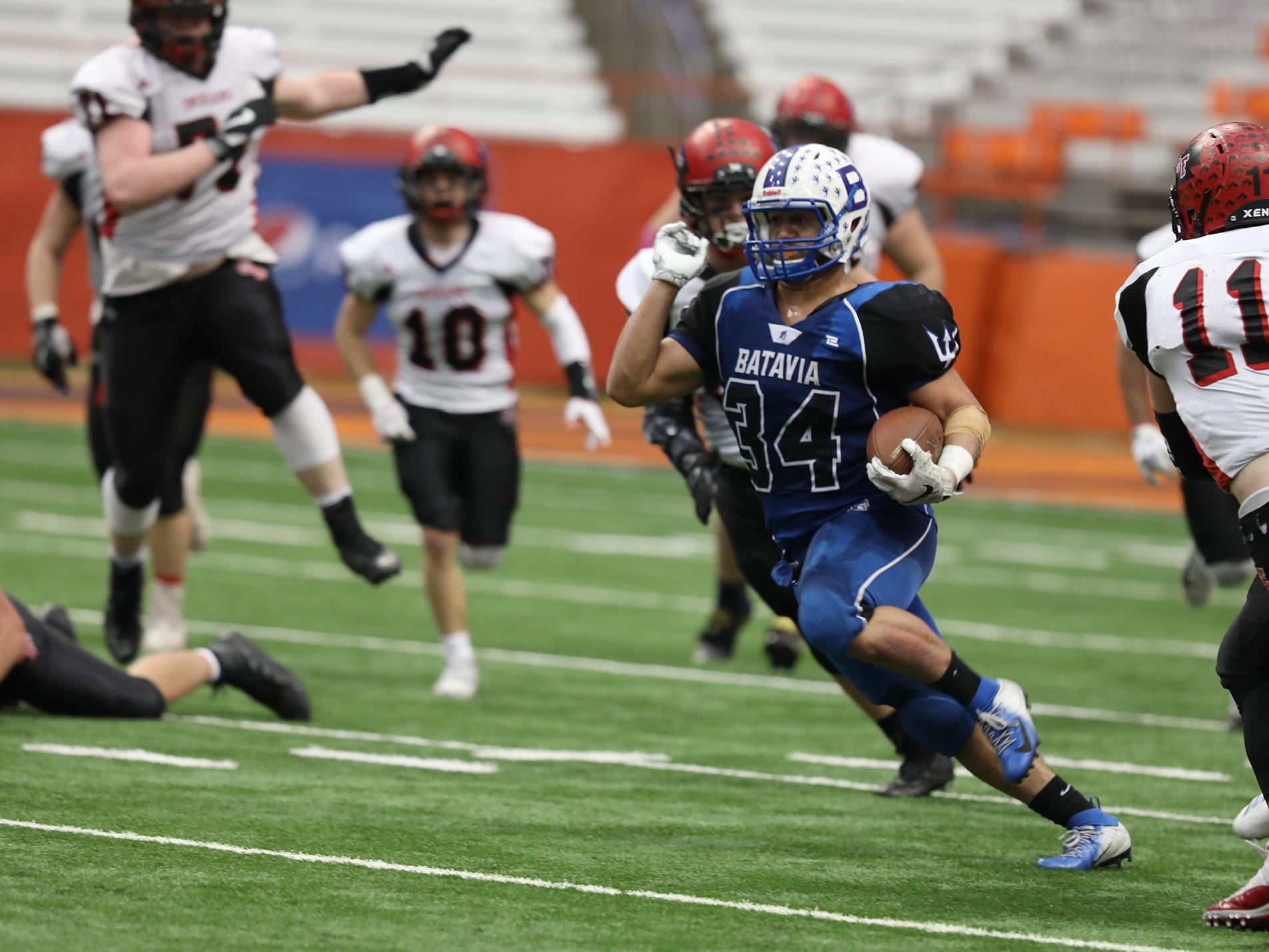 Ray Leach runs 83 yards for a touchdown during the NYSPHSAA Class B state championship game on Saturday in Syracuse.