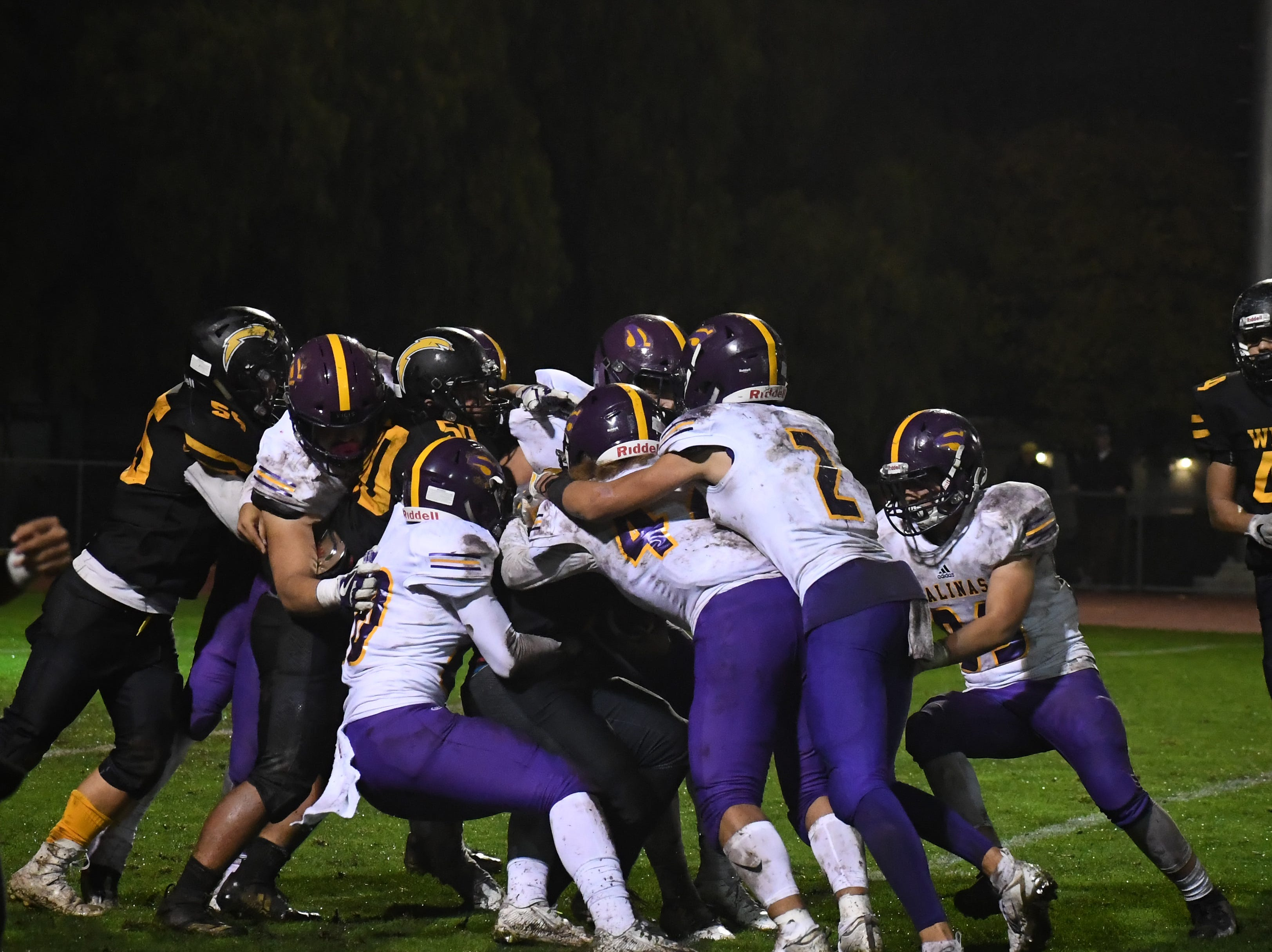The Salinas defense rallies to a ball carrier.