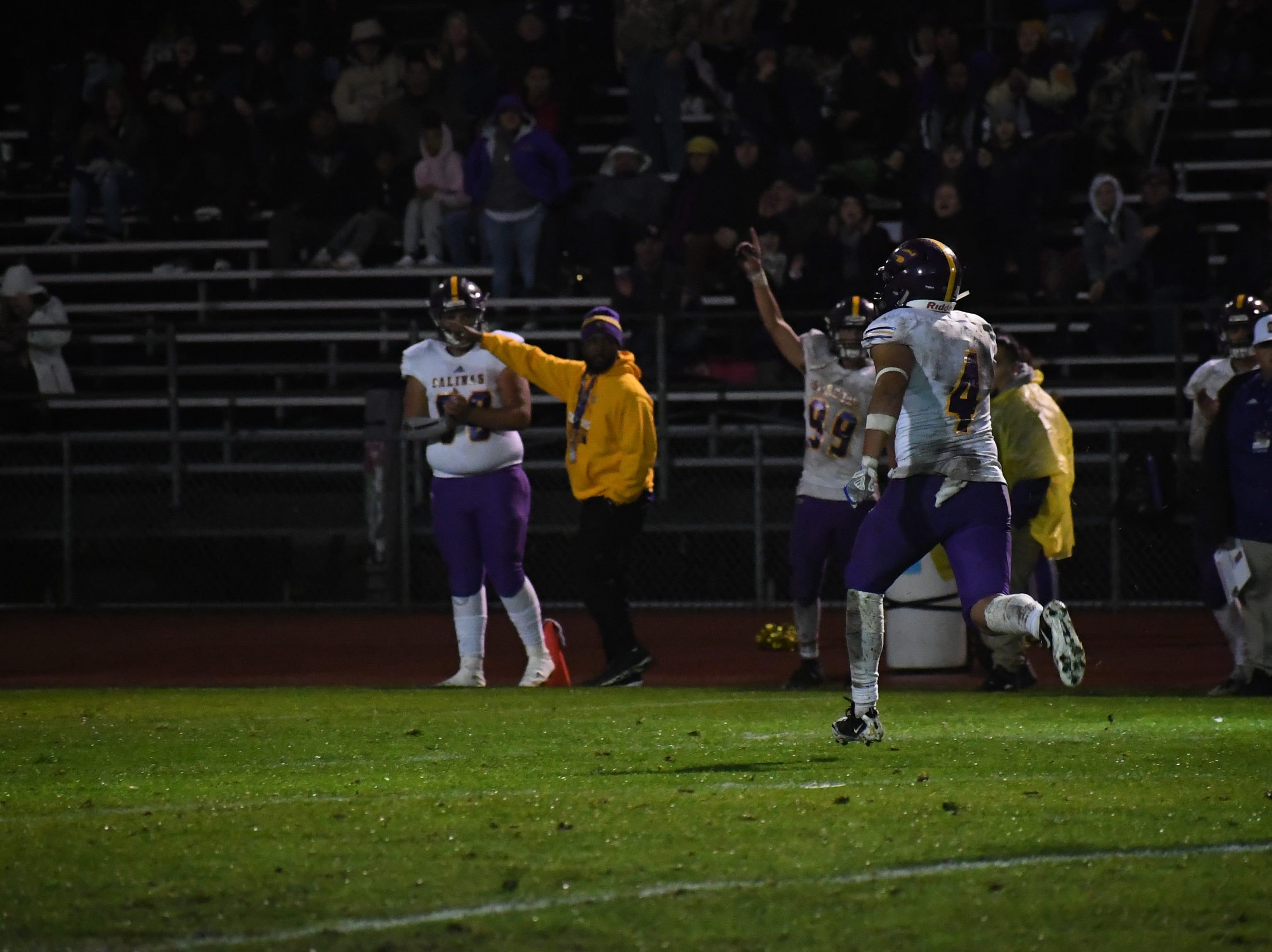 Wide receiver Ivan Curiel (4) runs for an 84-yard touchdown.