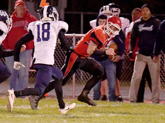 Riverheads' Zac Smiley looks towards' William Campbell's Johnathon Wood. Smiley breaks away with the football during the Region 1B championship, played in Greenville on Friday, Nov. 23, 2018.