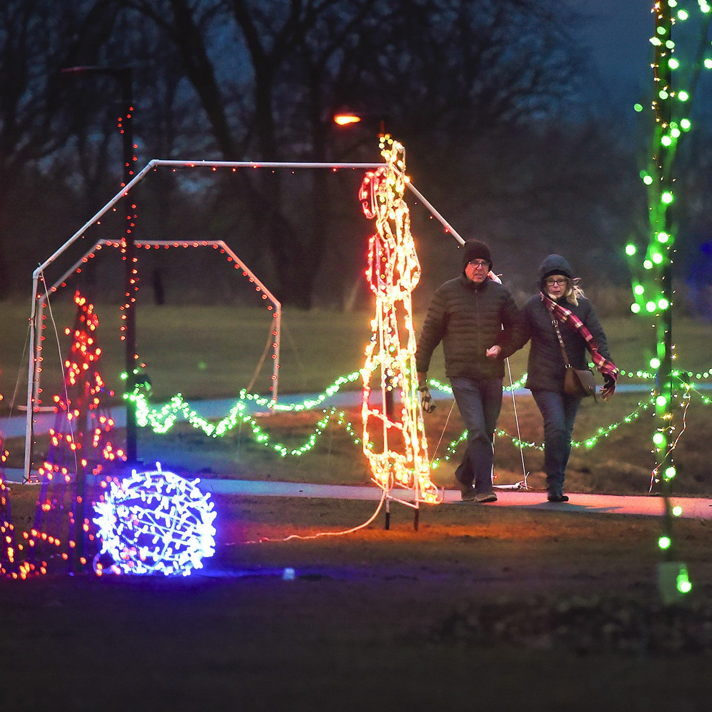 This Weekend: Lake Francis park comes 'alight' during Country Lights Festival