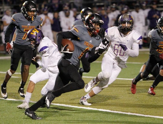 Tulare Union's Willie James on a long run against Righetti  in Tulare, Calif., Friday, Nov. 23, 2018.