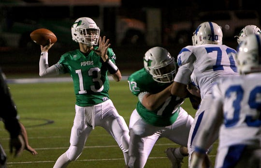 Hamlin sophomore quarterback Braydin Warner (13) and the Pied Pipers are looking for a better performance on offense Thursday.