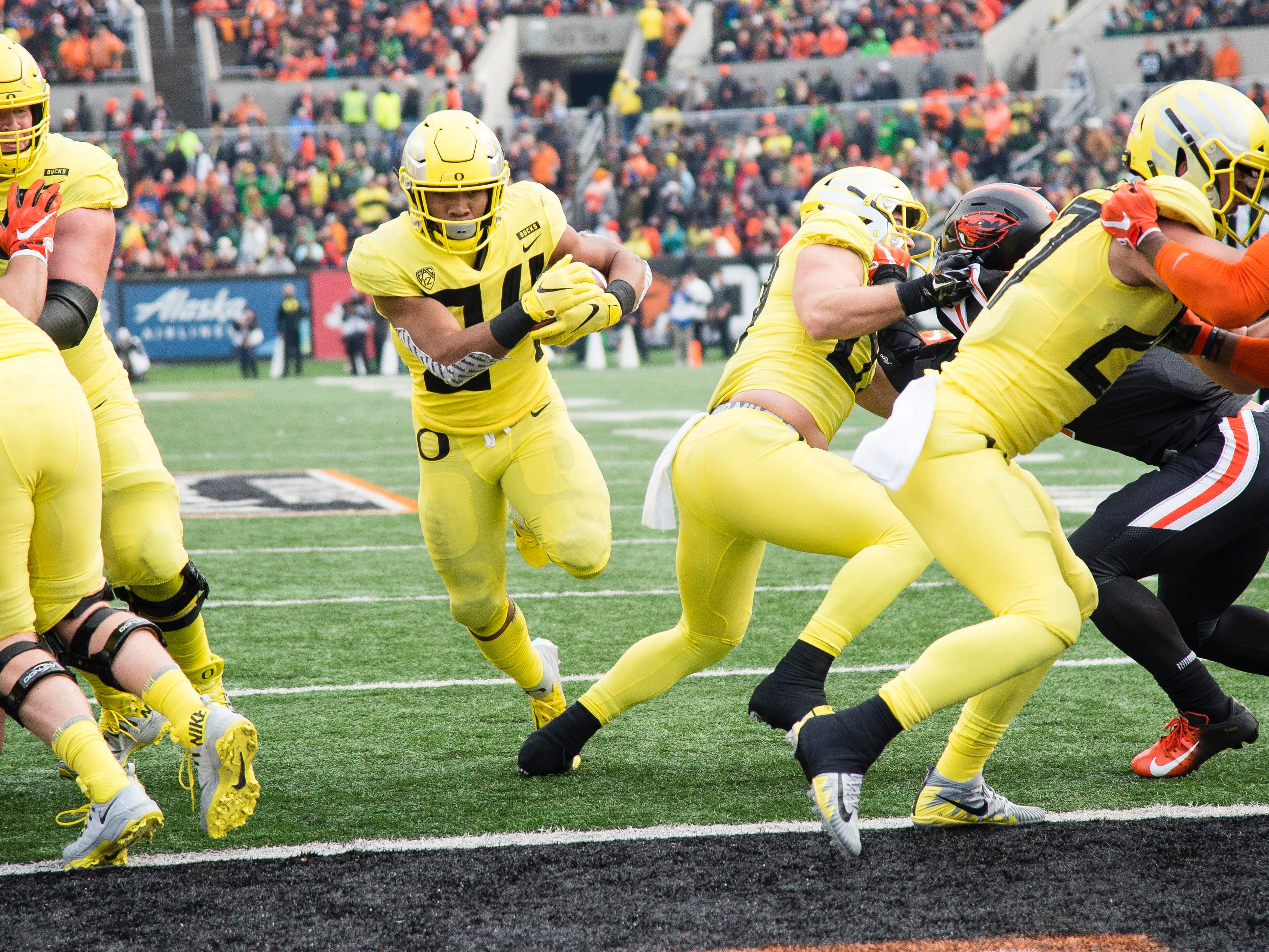 Oregon running back CJ Verdell runs into the end zone for a touchdown during the first half against Oregon State.