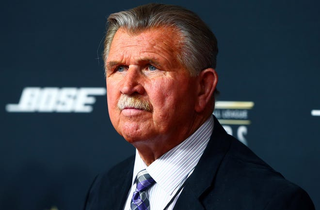 Mike Ditka on the red carpet prior to the NFL Honors award ceremony.