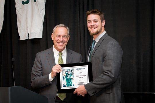 Mark Dantonio presents Kenny Willekes with the Most Valuable Player award at MSU's annual banquet on Nov. 25, 2018 at the Kellogg Center.