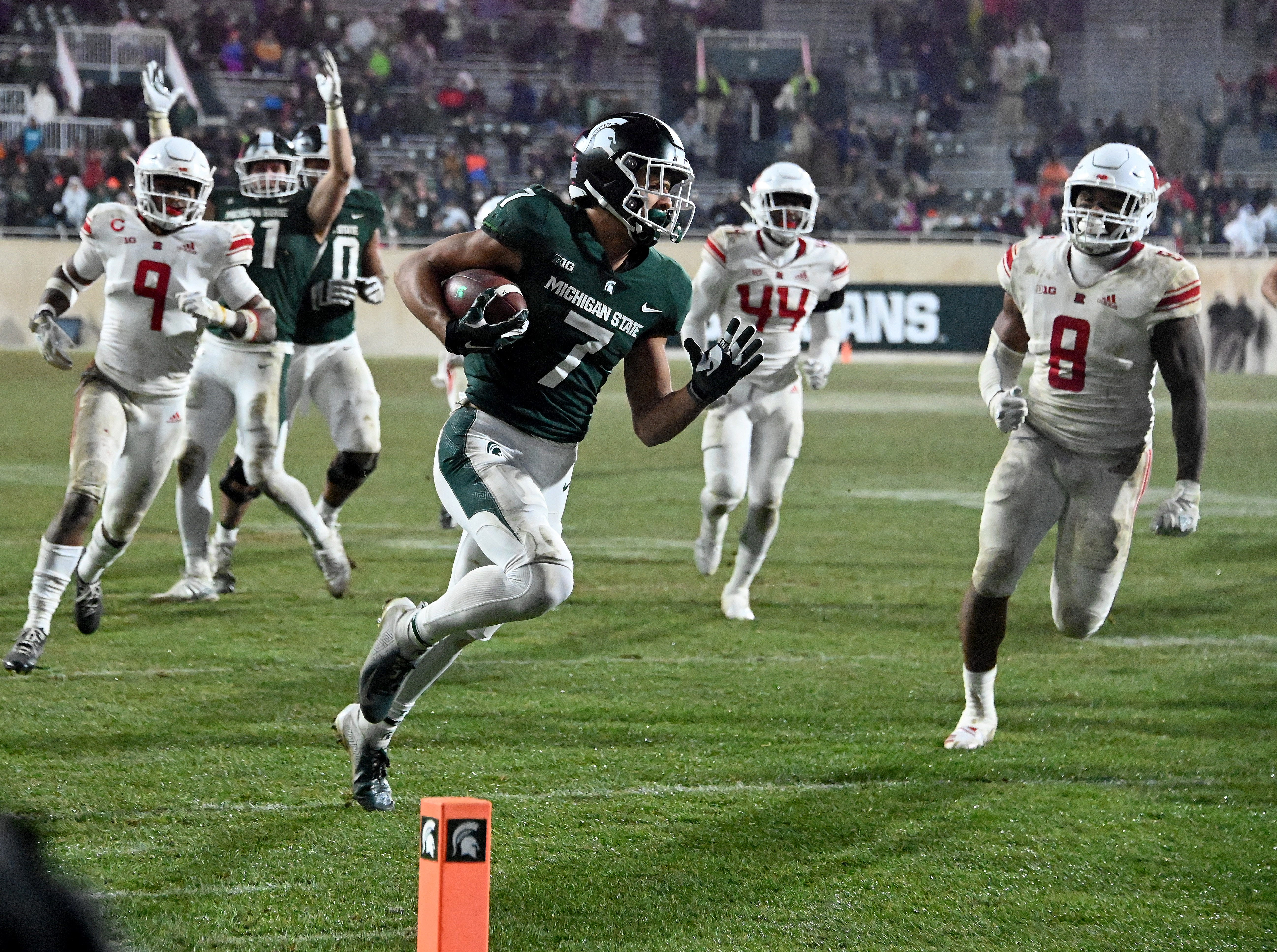 6. Michigan State (7-5, 5-4) – It was the same old story in the final regular-season game for the Spartans as the defense was outstanding and the offense hardly had a pulse. However, it was Rutgers on the other side of the ball and MSU managed to find the end zone twice, the second touchdown coming with 3:57 to play to help avoid and ugly loss that would have capped a frustrating season. Last week: 7.