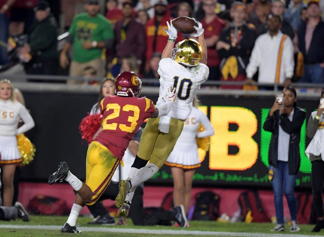Notre Dame wide receiver Chris Finke catches a touchdown pass in the second quarter while being defended by Southern California cornerback Jonathan Lockett.