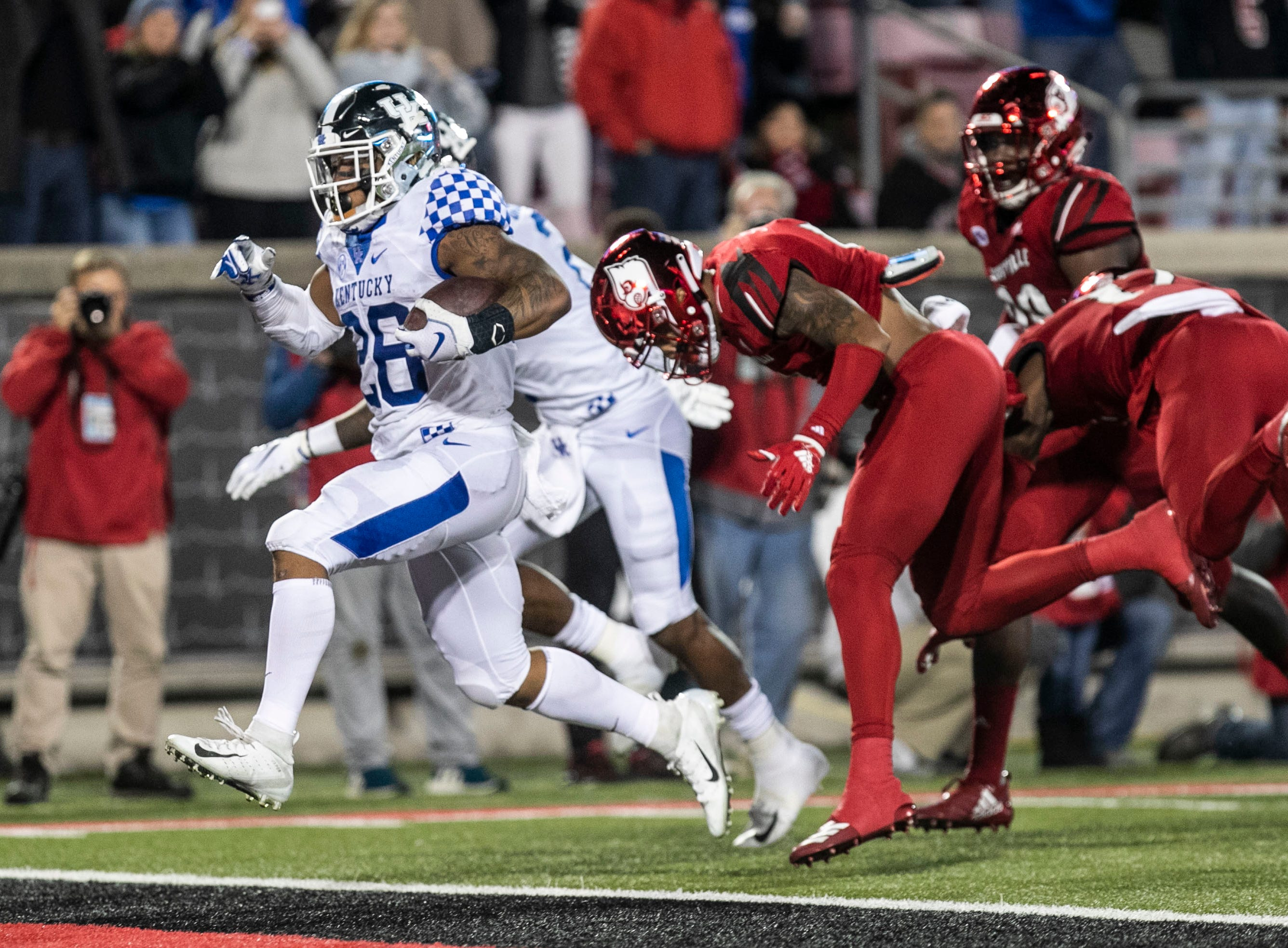Kentucky's Benny Snell Jr. rumbles for his second touchdown against Louisville in the first half Saturday, Nov. 24, 2018.