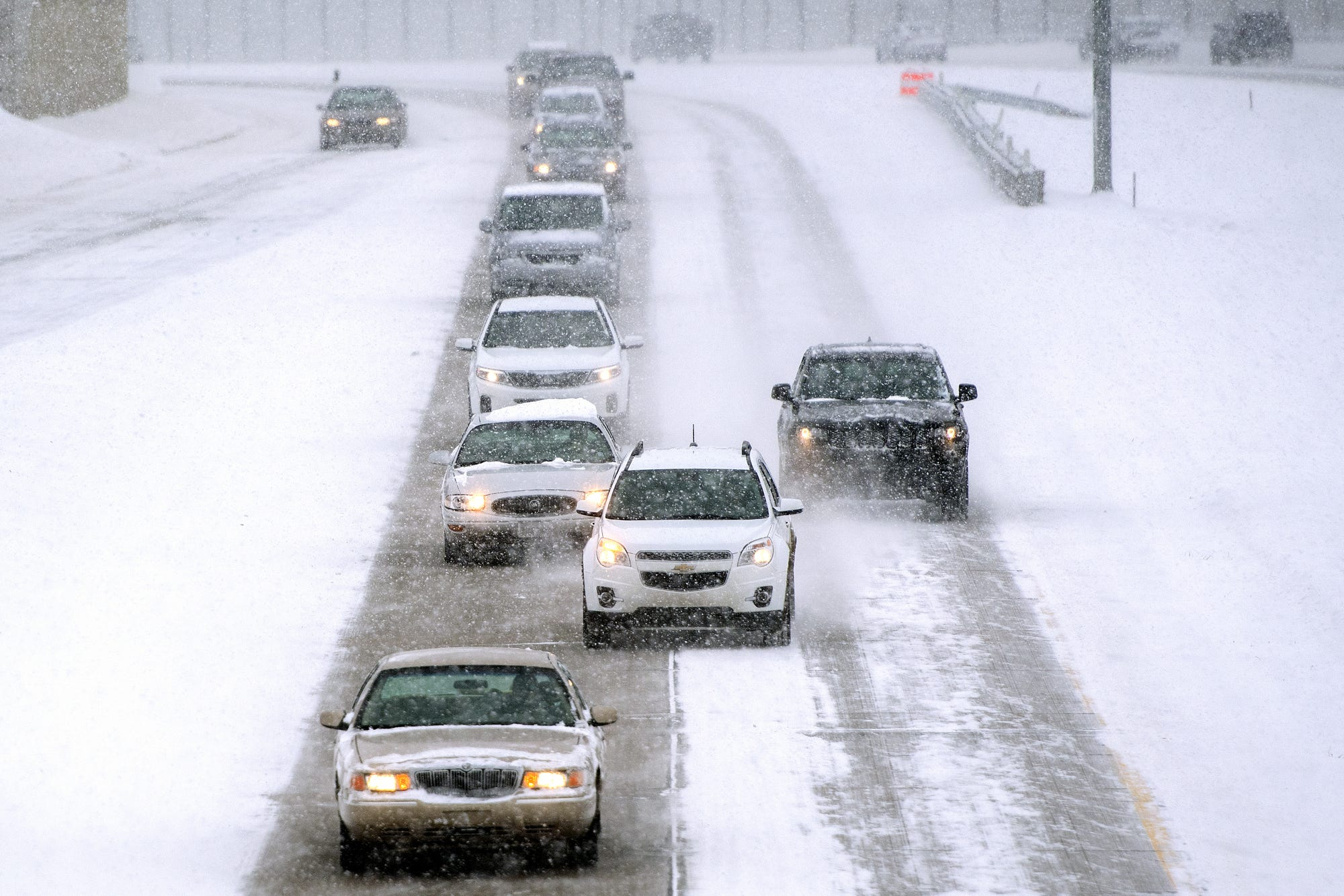 A mix of wet, heavy snow is expected to hit the Lansing region between the hours of 10 a.m. Sunday and 7 a.m. Monday, according to the National Weather Service.