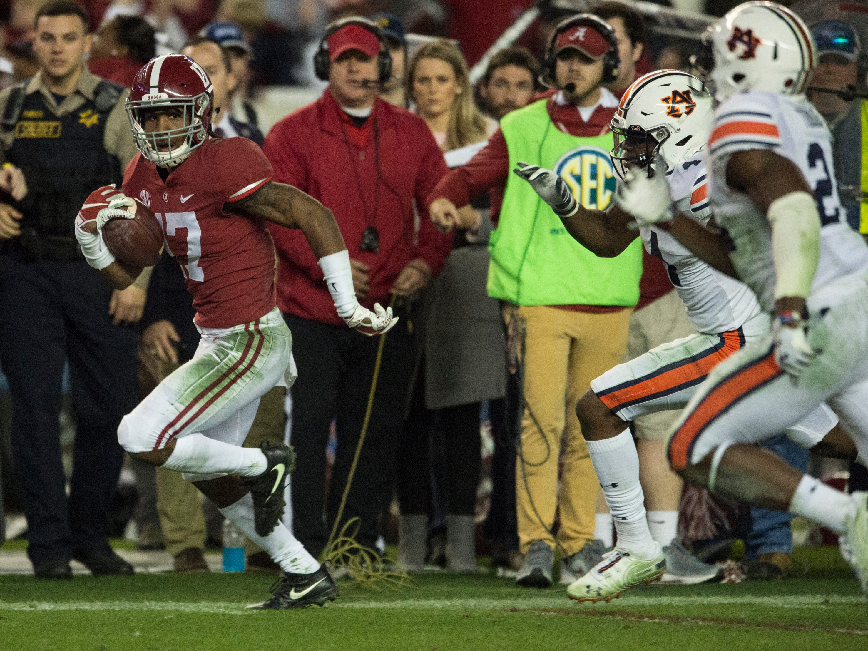 Alabama wide receiver Jaylen Waddle (17) runs down the sideline to score a touchdown during the Iron Bowl at Bryant-Denny Stadium in Tuscaloosa, Ala., on Saturday, Nov. 24, 2018. Alabama defeated Auburn 52-21.