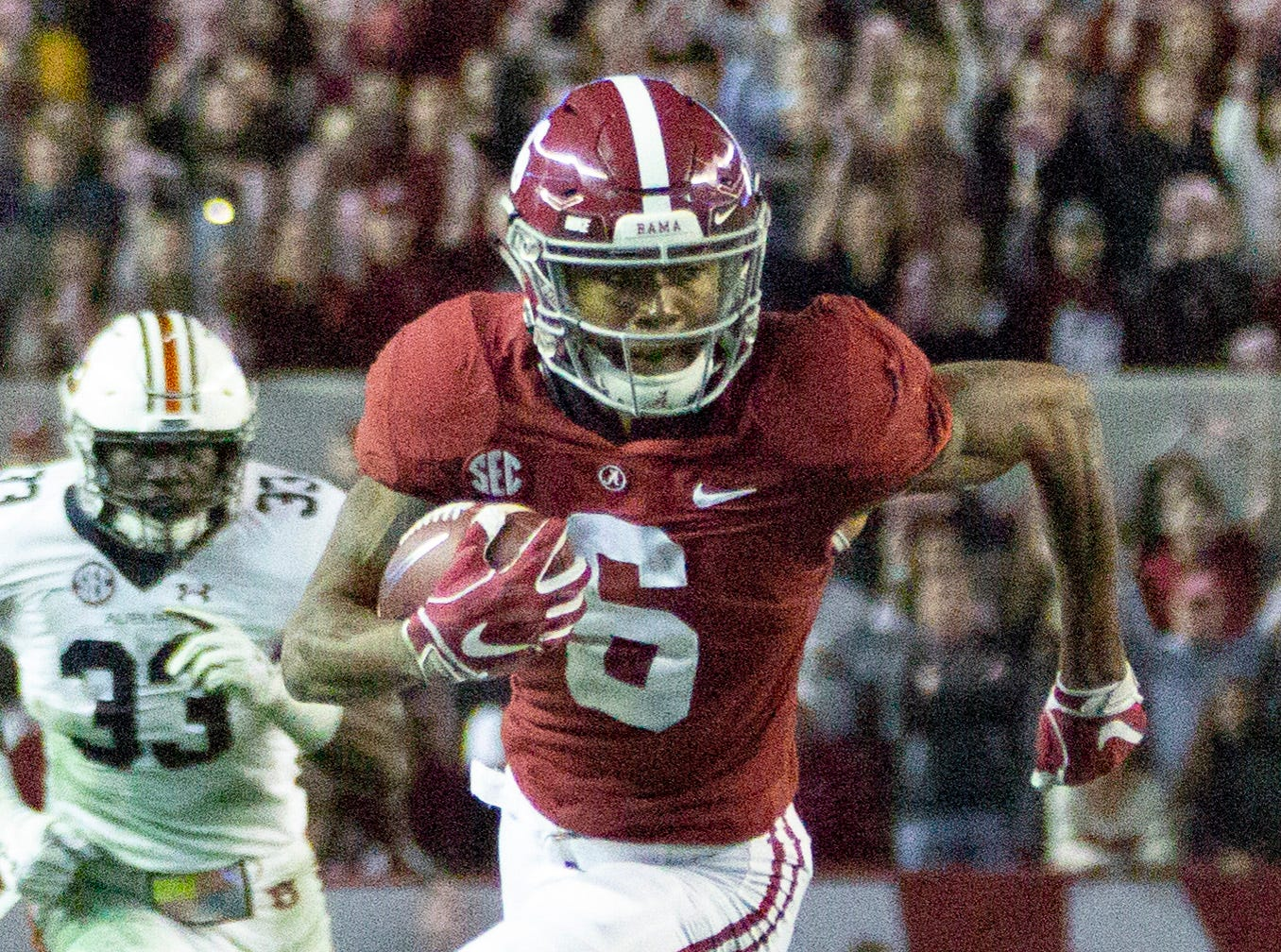 Alabama's DeVonta Smith hustles toward the end zone for a touchdown in the third quarter.