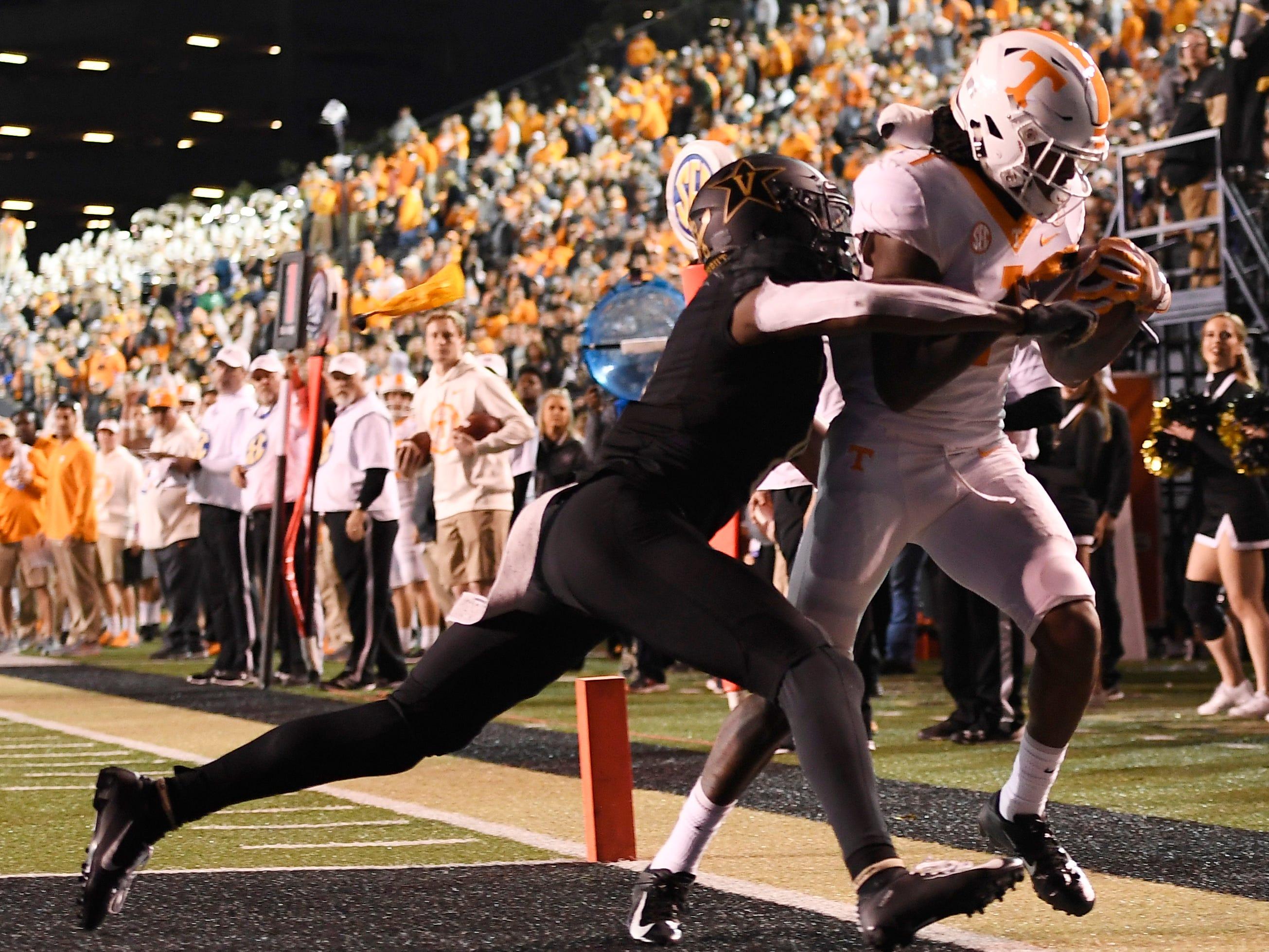 Tennessee wide receiver Marquez Callaway (1) scores a touchdown in the second half at Vanderbilt Stadium Saturday, Nov. 24, 2018, in Nashville, Tenn.