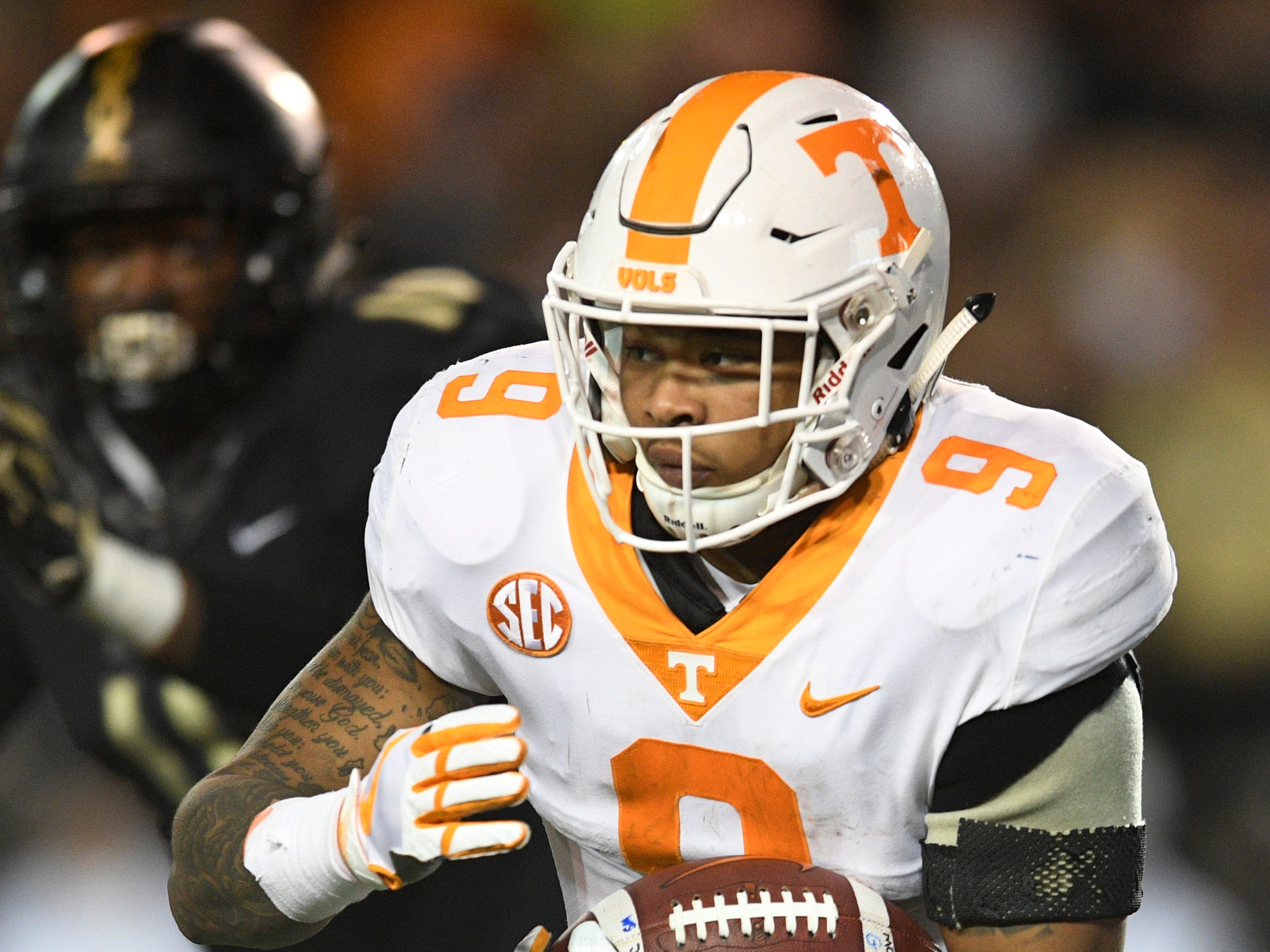Tennessee running back Tim Jordan (9) carries the ball in the second half at Vanderbilt Stadium Saturday, Nov. 24, 2018, in Nashville, Tenn.