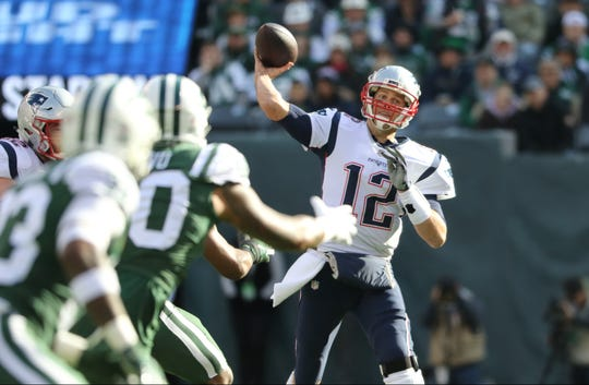 Tom Brady makes a pass during the first half. Sunday, November 25, 2018