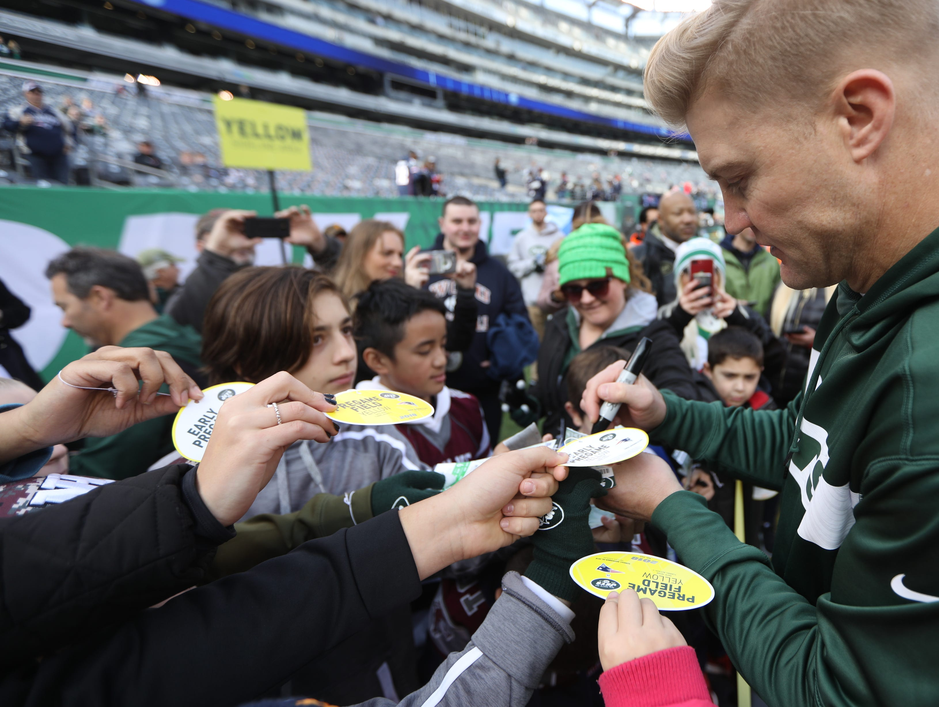 Josh McCown signs autographs for fans before the game. November 25, 2018
