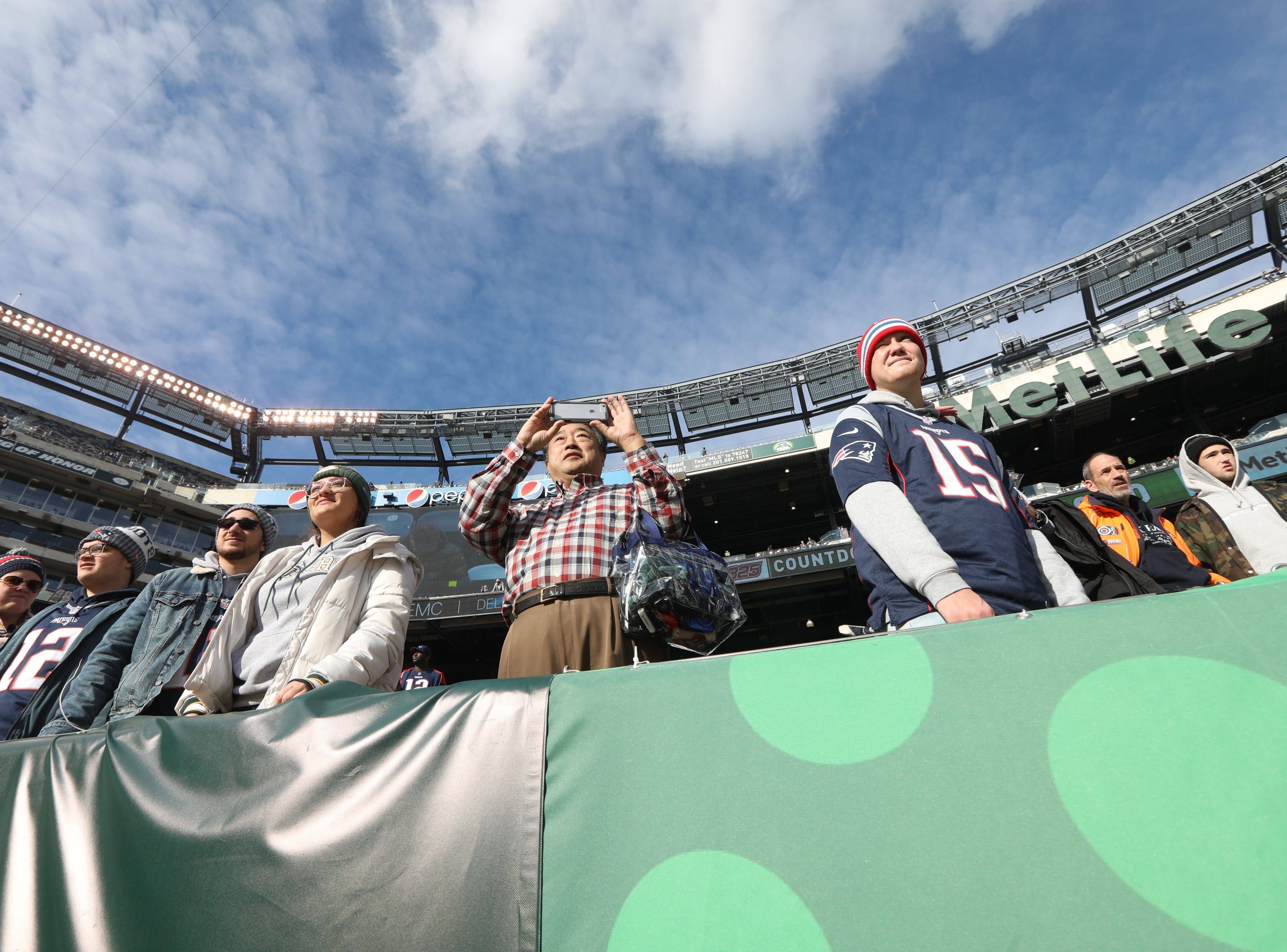 Fans watch warm-ups before the game at MetLife Stadium. November 25, 2018